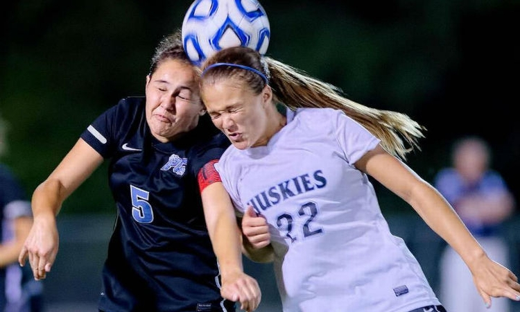 Girl soccer players making dangerous decisions, study finds