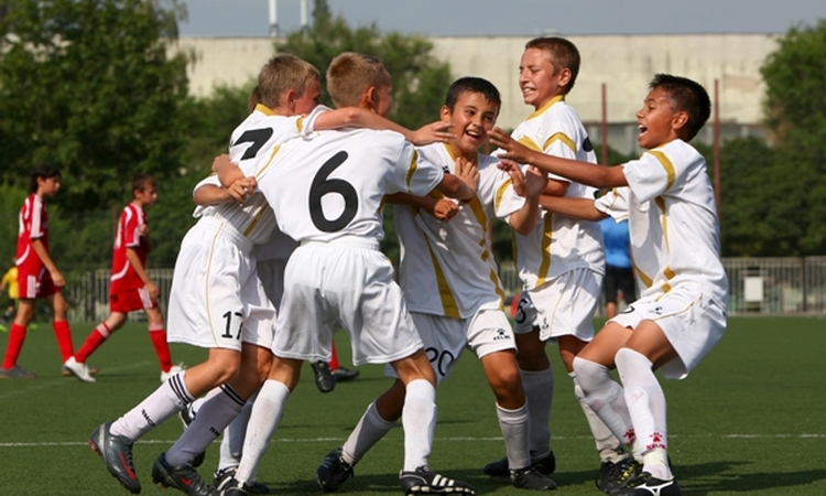 Soccer boosts bone development in boys, study says