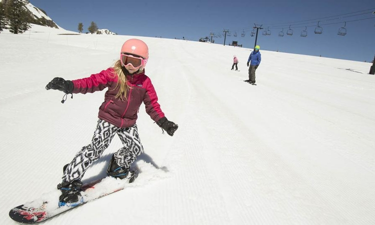 Skiing, snowboarding injuries more serious in younger children